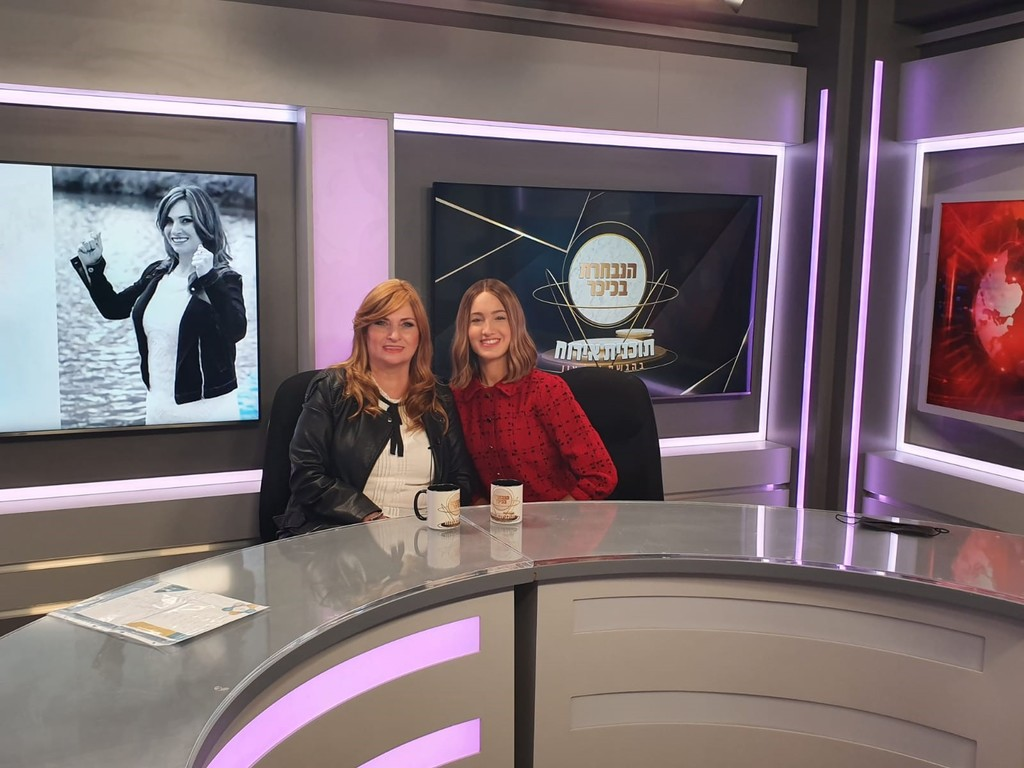 פנינה סורסקי מתארחת בתכנית הנבחרת בכיכר בהגשת יעל צין